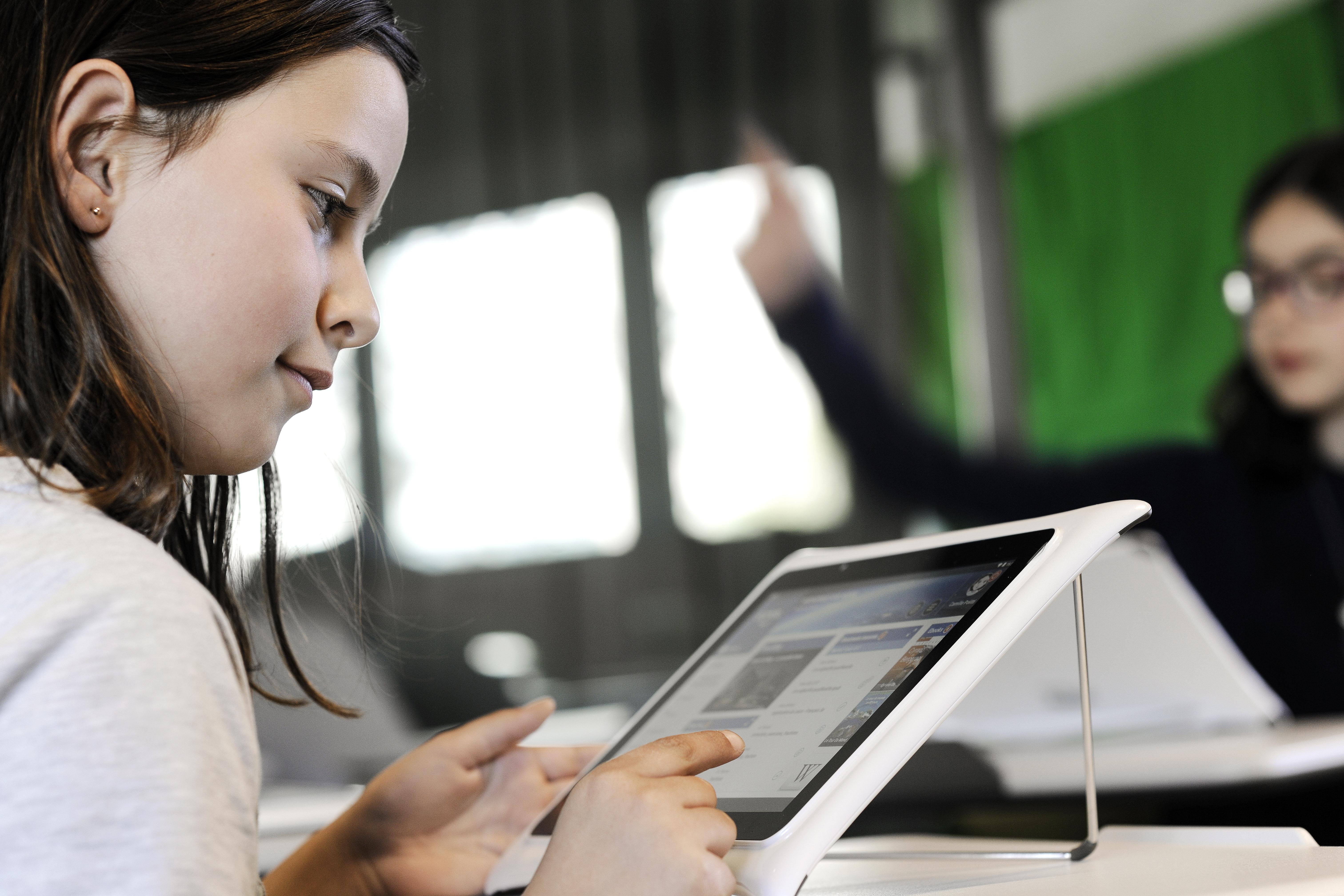 unowhy-education-ecole-outils-tablette-numerique-economie